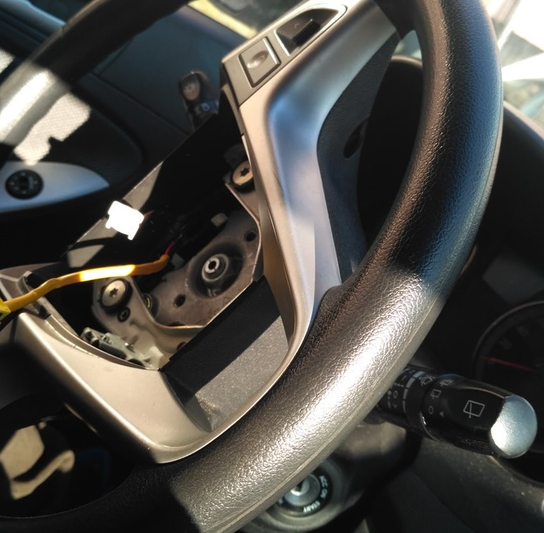 откручиваем руль хэтчбек Hyundai Solaris